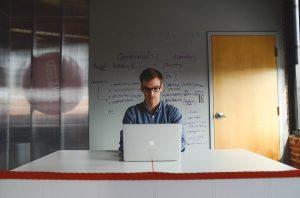 Comment devenir un développeur freelance?